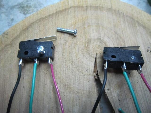 Теперь собираем все электрические компоненты схемы и проверяем правильно ли вращаются моторы.